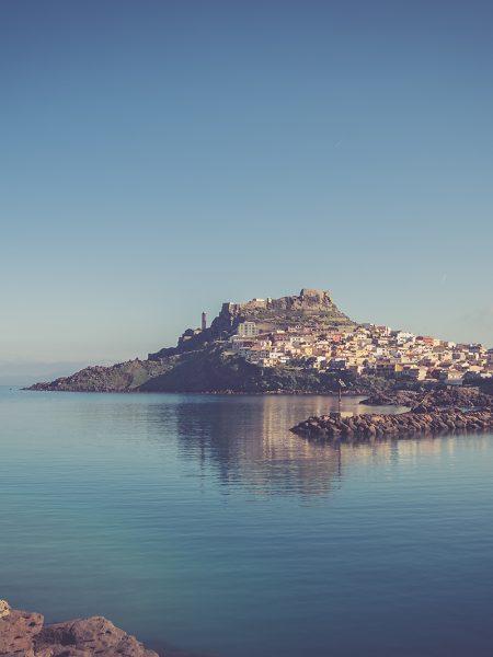Una fotografia panoramica di Castelsardo per un album prematrimoniale
