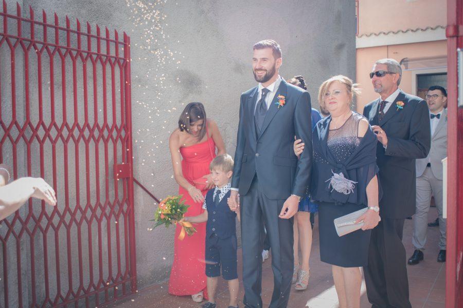 Fotografia dell'uscita di Carlo da casa a Sassari - Matrimonio in Sardegna